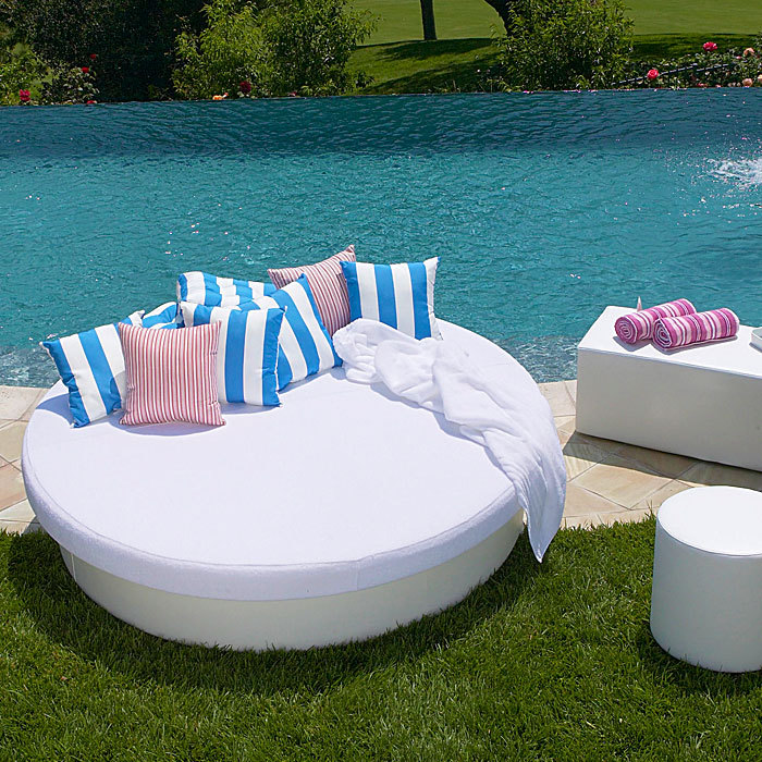 Sun pad round resort bed la fete design metropolitandecor for Round bed designs with price