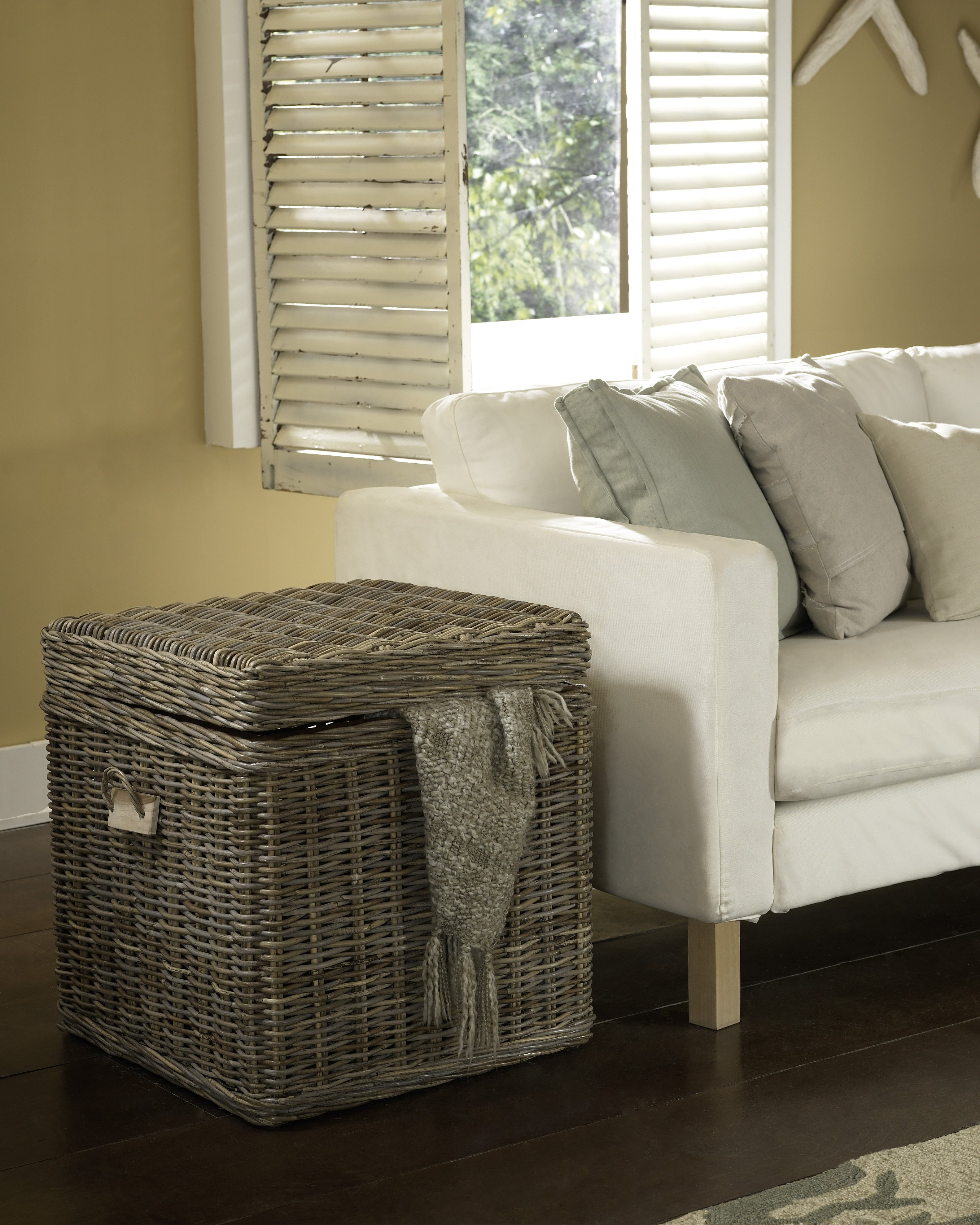 Kubu End Table Trunk | Padma's Plantation