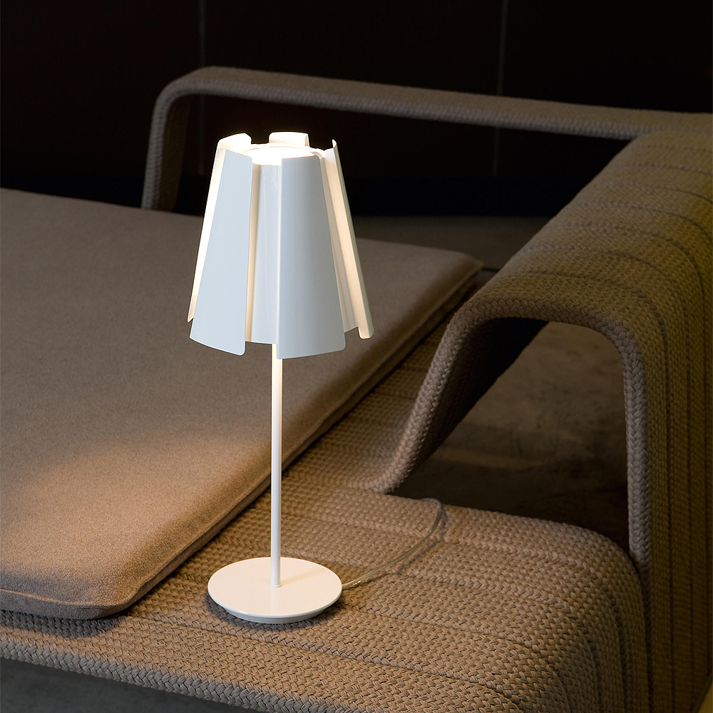 Little Twist Table Lamp | Carpyen